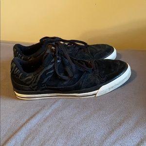 Converse skate shoe size 9.5 we ship fast